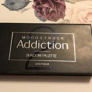 Younique Addiction #2 palette